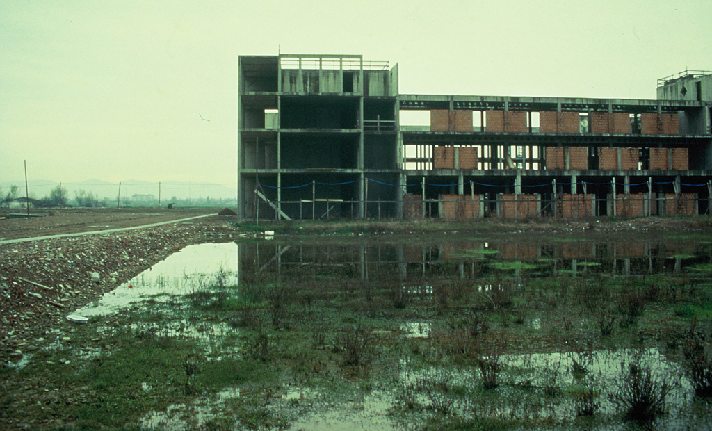 Realizzazione degli edifici dell'Università nelle bassure allagabili della zona (2005)