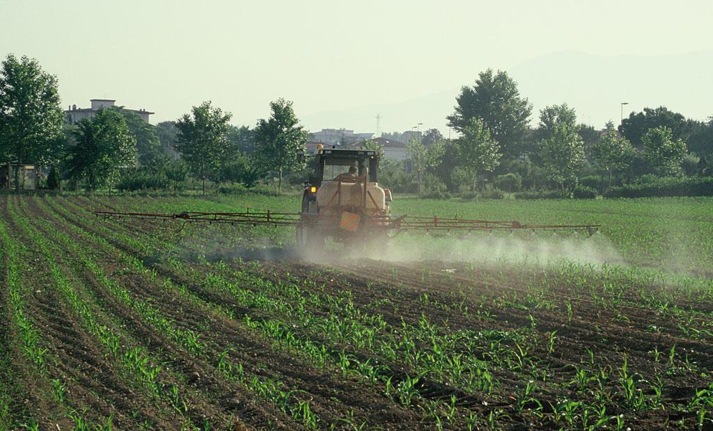 L'uso di prodotti chimici in agricoltura è una dei maggiori problemi per la qualità degli habitat e la sopravvivenza delle specie