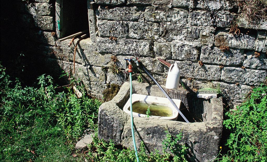 Captazione abusiva da un'antica fonte. Stia, Arezzo (1997)