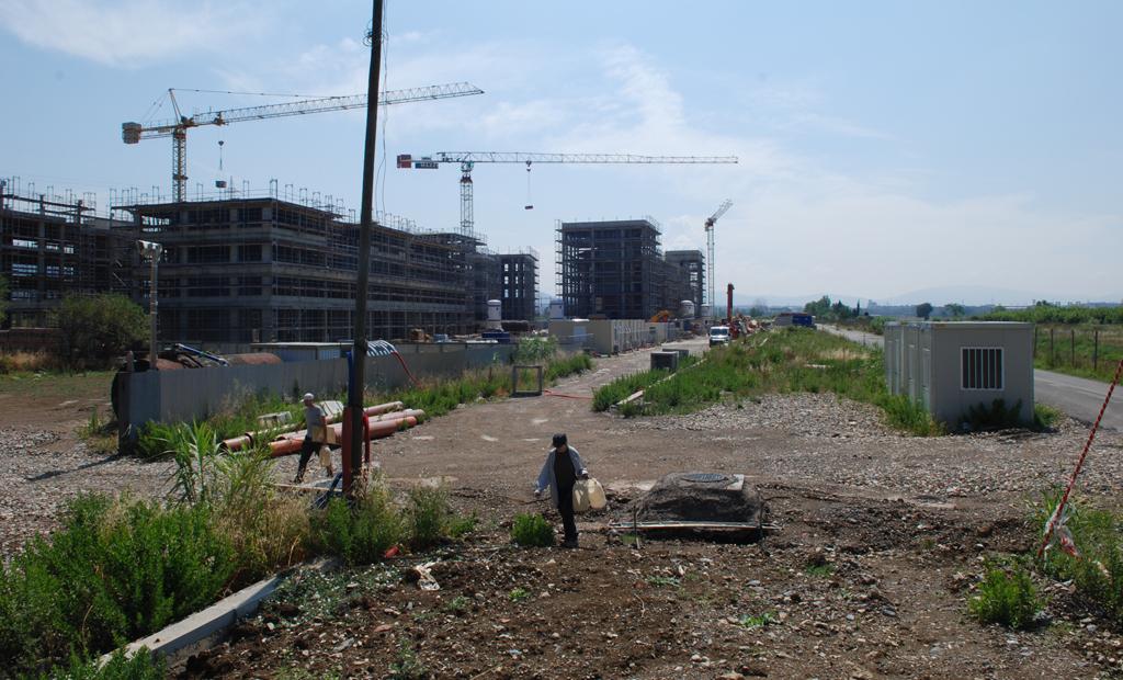 Volontari durante la ricerca di Anfibi in un'area di cantiere. Sesto Fiorentino, Firenze (anno 2009)