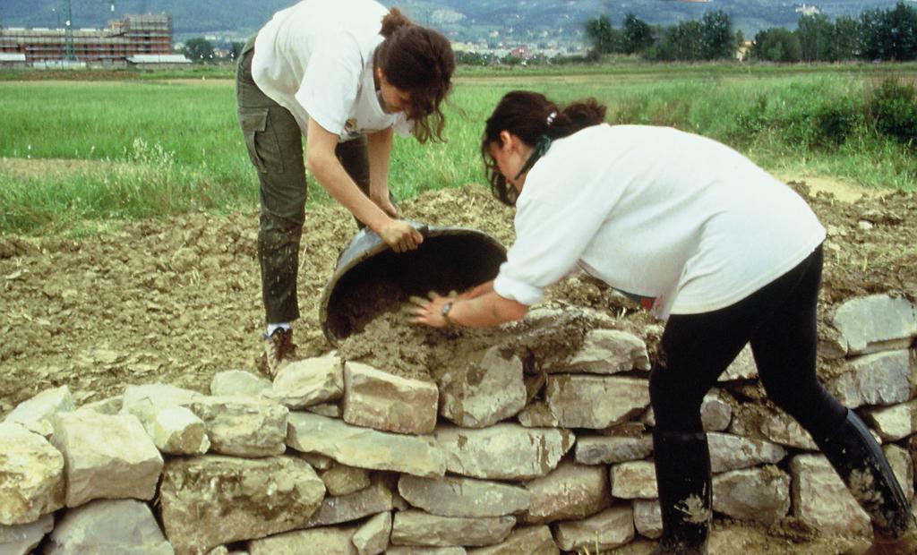 Costruzione di microrifugi per lo svernamento e l'estivazione degli Anfibi (1996)